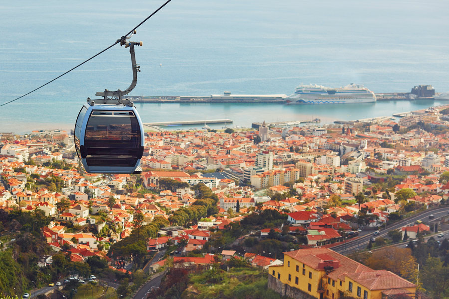 Madère - Funchal, capitale enclavée entre mer et montagne