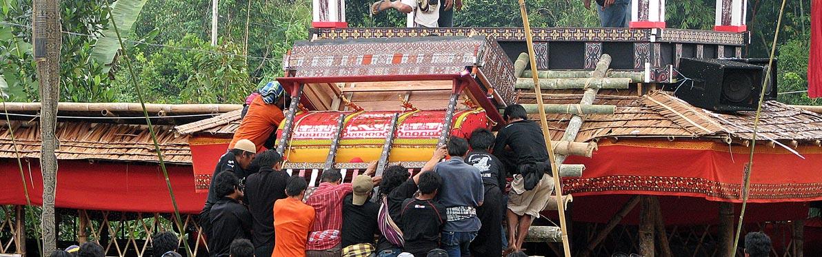 Voyage Découverte en Indonésie : Enterrement chez les Torajas