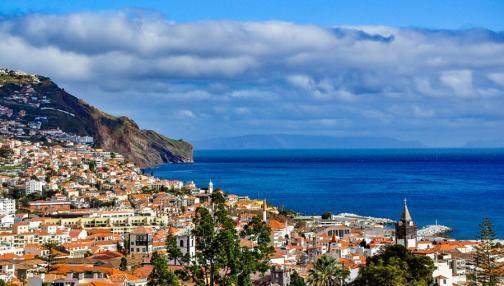 Funchal, capitale enclavée entre mer et montagne