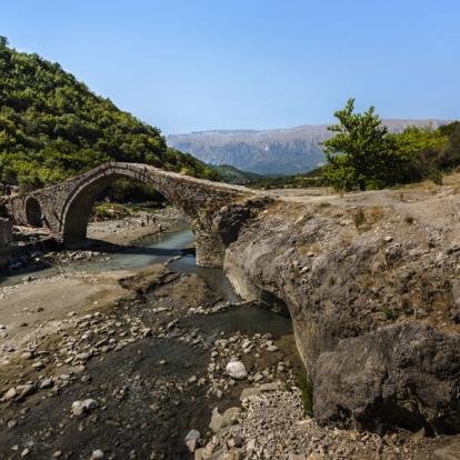 Circuit en Albanie: Découverte des paysages montagneux et excursion balnéaire dans le sud