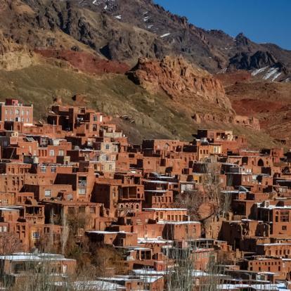 Circuit en Iran: Entre la Majesté des Montagnes et l'Immensité du Désert