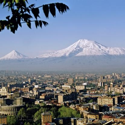 Voyage en Iran: Entre la Majesté des Montagnes et l'Immensité du Désert