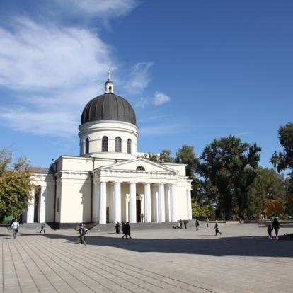 Voyage en Moldavie : Histoire et Traditions de la Moldavie
