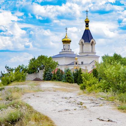 Voyage en Moldavie : Randonnée pittoresque entre nature et culture